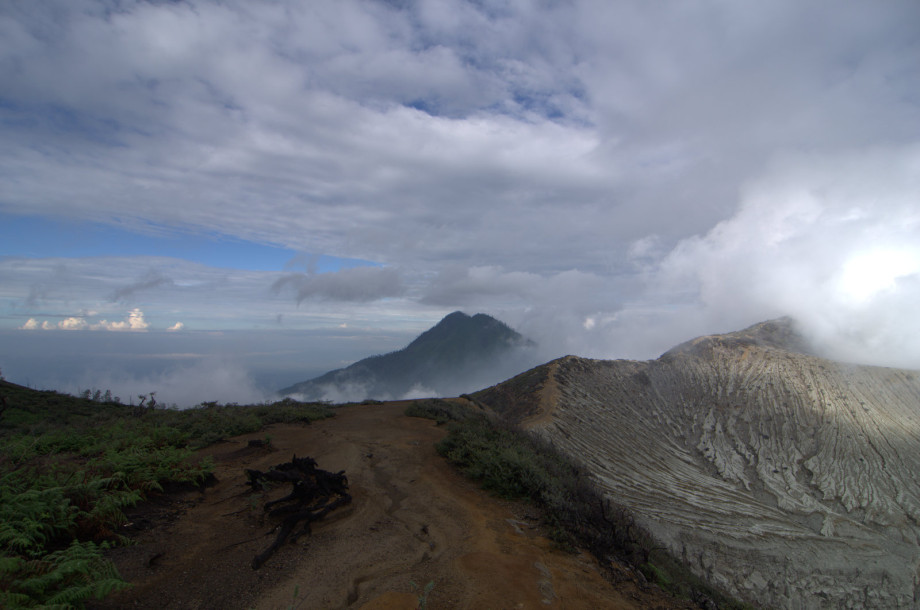 Photo of Mount Ijen in Banyuwangi, Indonesia